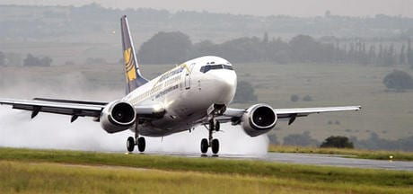 airline-landing