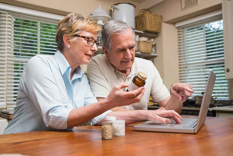 photo-senior-couple-laptop