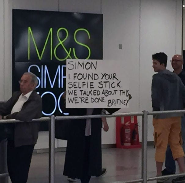 funny-airport-greeting-signs-64-59ccb338a9249__605