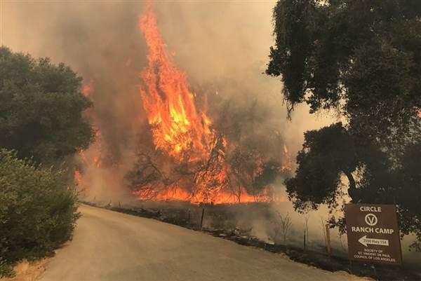 070817-whittier-fire-flames-rf-1000x667_633bba6020e246e9ab3cef25a82dbe80.nbcnews-ux-600-480