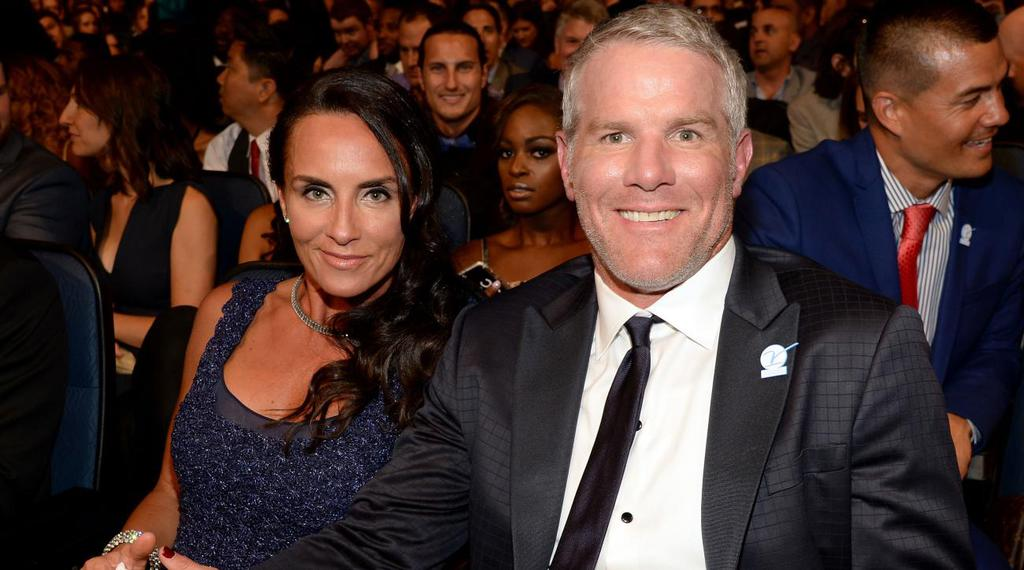 brett-favre-wife-deanna-hall-fame-induction