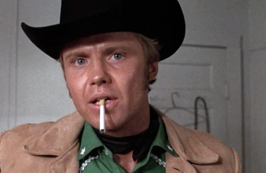 10-Actors-Who-Were-Paid-Shockingly-Little-for-Famous-Roles-N2.-Jon-Voight-–-Midnight-Cowboy-–-1969-Minimum