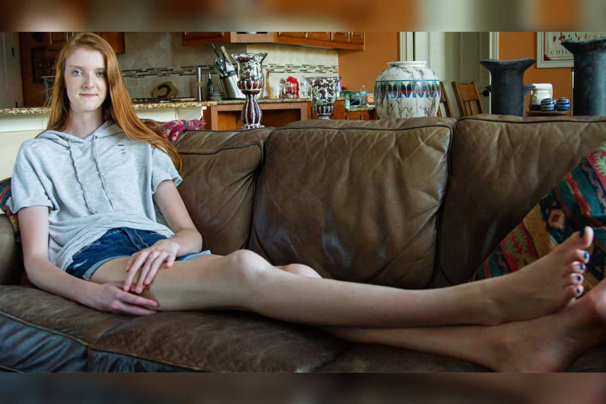 Maci Currin chilling on the couch